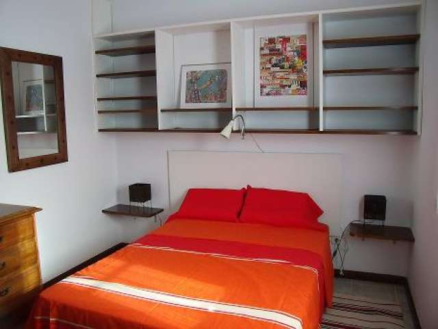 Cosy flat in Puerto del Carmen 10m walk to the beach.Clean,new,private for 2-3 people.Backyard private to sunbath,also fans of nudism.